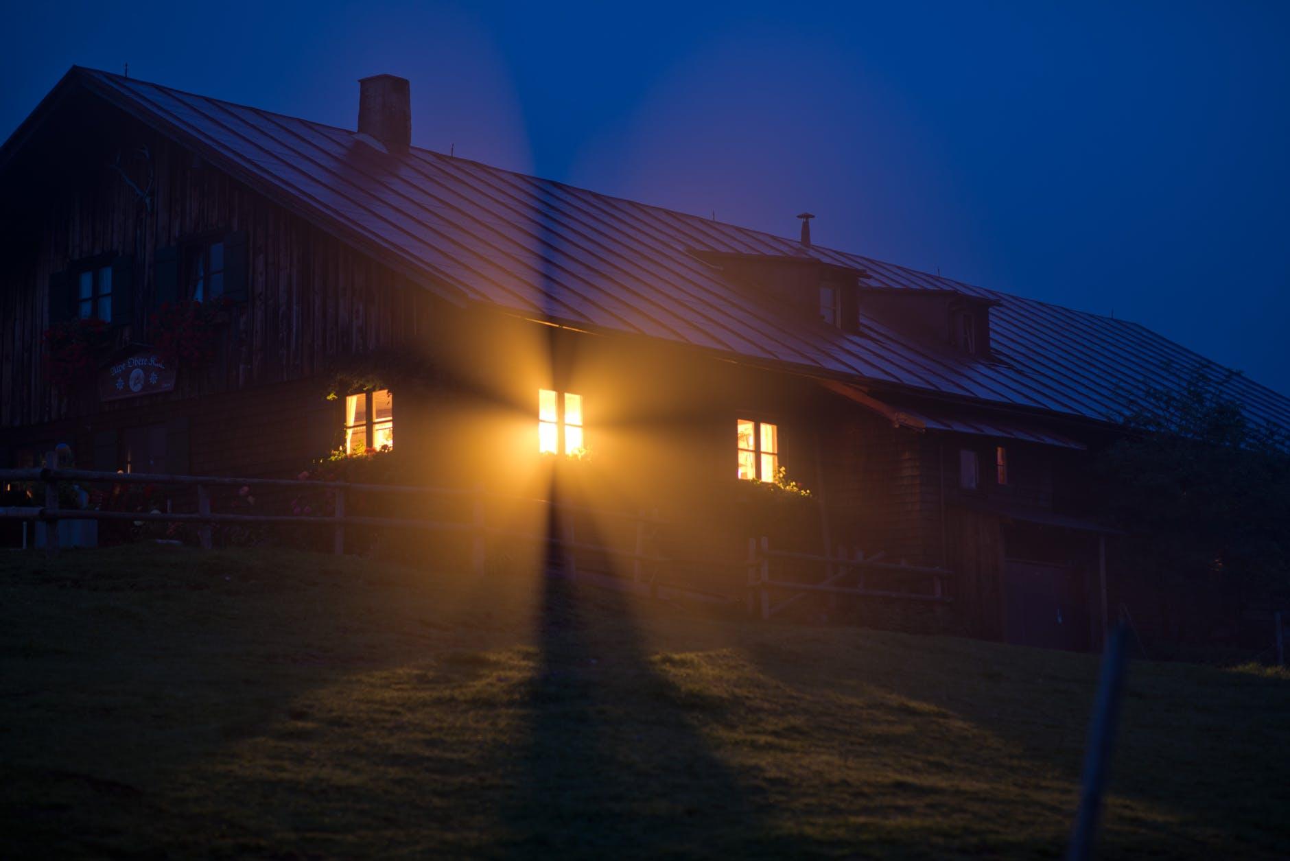 Особняки «под прикрытием»:  5 историй о домах с секретом