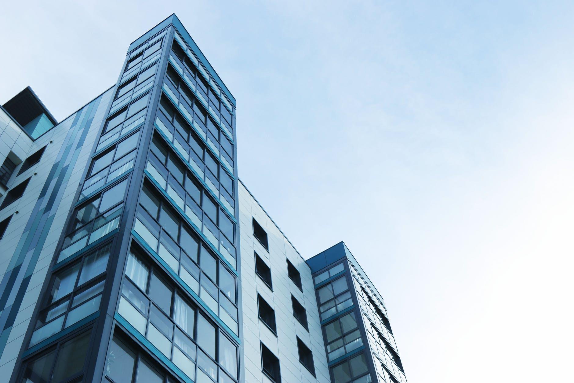 Сервисные апартаменты: что это и почему в них выгодно инвестировать в кризис?